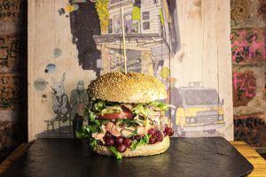 Hamburguesa con frutos rojos de BBI (Berlin Burger Internatonal), una de las referencias imprescindibles en la capital alemana.