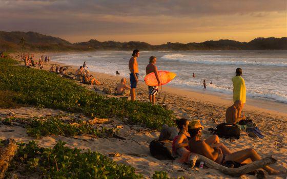 Atardecer en Playa Guiones, en la península de Nicoya, en Costa Rica