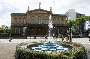 Fachada del Teatro Nacional, en San José (Costa Rica).