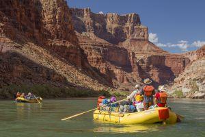 Descenso de rafting en el Gran Cañón del Colorado, en Arizona (EE UU).
