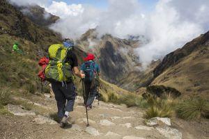 Recorriendo el Camino Inca, rumbo a Machu Picchu, en los Andes de Perú.