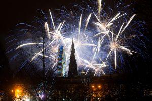 Fuegos artificiales en el Castillo de Edimburgo (Escocia).