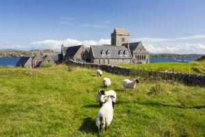 Abadia da ilha de Iona, na Escócia (Reino Unido).