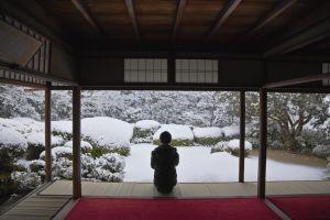 Meditação no jardim zen do templo budista de Shisen-do, em Kyoto.