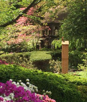 Jardins do mosteiro franciscano Terra Santa na América, em Washington (EEUU).