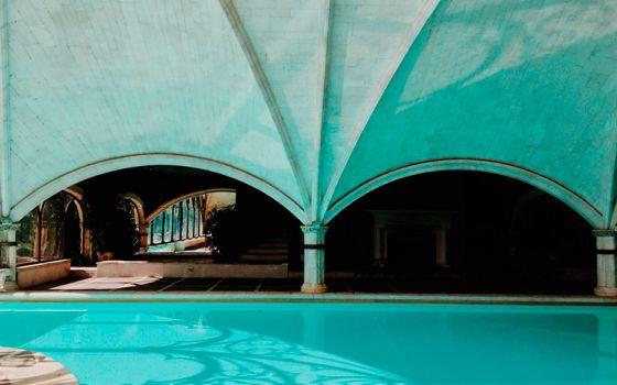 Piscina climatizada del hotel Landa, en Burgos