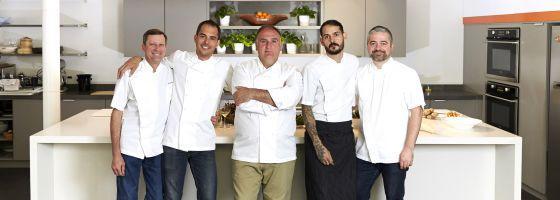 El equipo de cocineros de José Andrés.