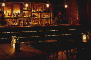 Barra de Room 09, el primer 'speakeasy' de Santiago de Chile.