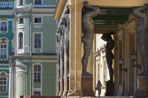 Esculturas del nuevo pórtico del Ermitage, de Alexander Terebenev.
