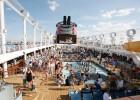 La fiesta, en la cubierta del crucero
