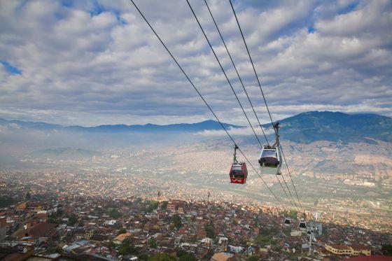 Metrocable hacia el barrio Santo Domingo de Medellín.