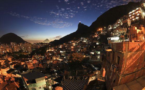 Atardecer en Río de Janeiro desde la favela Santa Marta