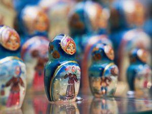 Muñecas rusas en una tienda de recuerdos de San Petersburgo.