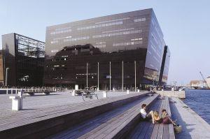 La Biblioteca Real, en Copenhague, conocida como el Diamante Negro.