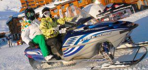 Una moto de nieve en Val Thorens.