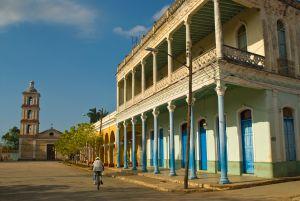 Edificio colonial en San Juan de los Remedios (Cuba).