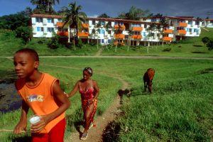 Complejo de viviendas en el ecopueblo de Las Terrazas, en Cuba.