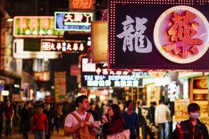 Mong Kok, el barrio de Hong Kong que tiene la mayor densidad de población del mundo.