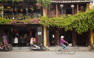 Tiendas en el barrio viejo de la ciudad de Hoi An.