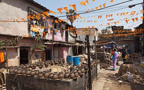 Vasijas de barro en el 'slum' de Dharavi, Mumbai