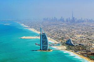 Vista aérea del edificio Burj Al Arab, en Dubái.