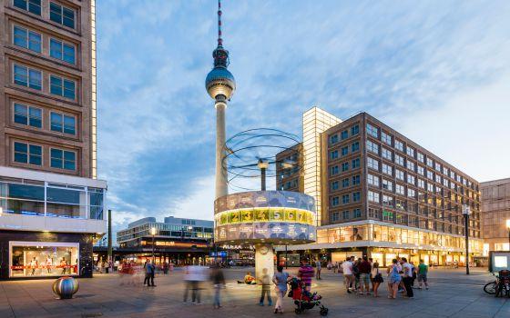 La Torre de la Televisión de Berlín, en Alexanderplatz, Berlín