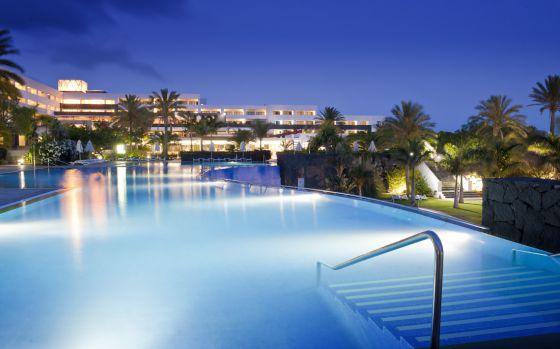 Piscina del hotel Costa Calero, en Puerto Calero, Lanzarote.
