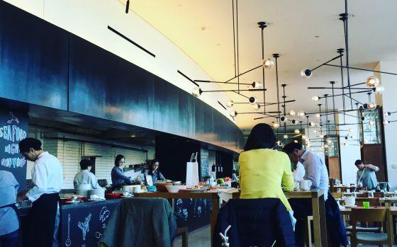 Restaurante Feast, en el hotel East Beijing, en Pekín.