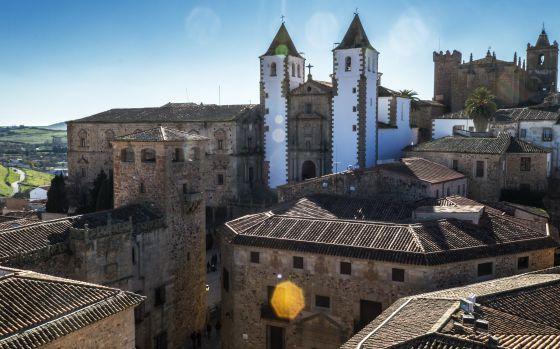 Iglesia de San Francisco, en el casco histórico de Cáceres, una de las 13 ciudades españolas declaradas patrimonio mundial.