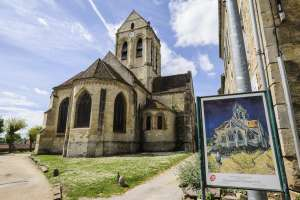 A igreja de Auvers-sur-Oise (França), pintada por Van Gogh.
