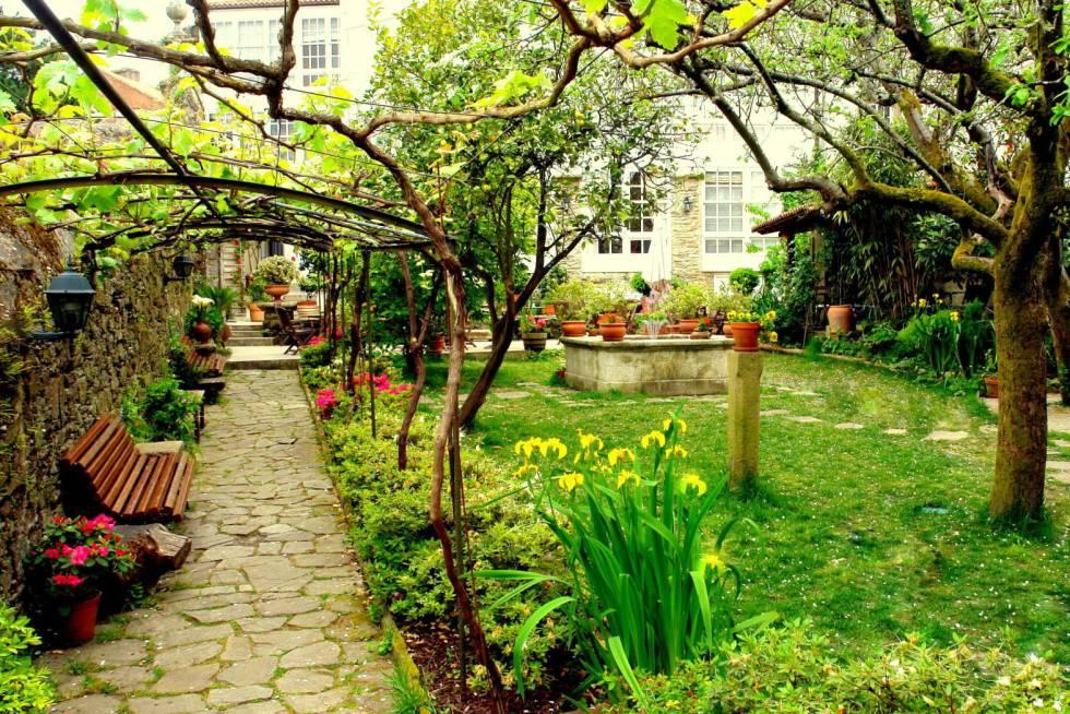 Jardín del hotel Costa Vella, en Santiago de Compostela.