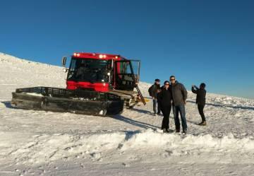 Excursión en máquinas pisa-pistas en Sierra Nevada.