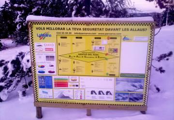 Cartel informativo sobre aludes en La Molina.