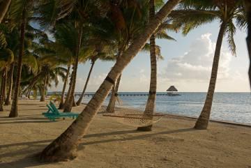Hamacas en la playa de San Pedro, en el Cayo Ambergris, en Belice.