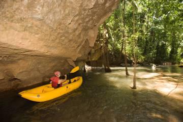 Ruta en kayak por el río Caves Branch, en Belice.