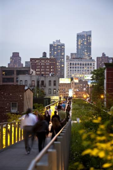 Un tramo de la High Line, que con cinco millones de visitantes anuales se ha convertido en un imán turístico.