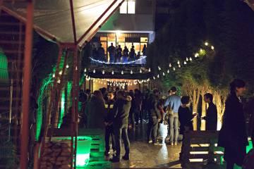 Ambiente nocturno en el Ecosistema Creativo Manglar, en Oviedo.