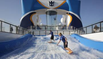 Surf en el 'FlowRider' del crucero 'Quantum of the Seas'.