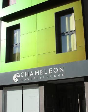 Fachada del Chameleon Hostel and Lounge, en Alicante.