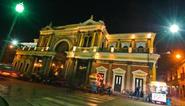 Escena nocturna en Quetzaltenango, en Guatemala.