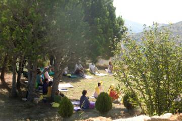 Sesión de yoga de Aldea Retiro.