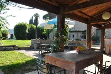 Terraza del alojamiento rural Terzo di Danziano, en la Toscana (Italia).