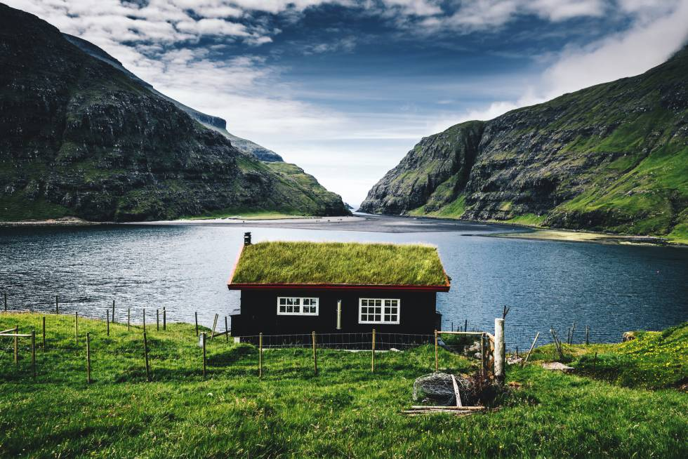 Uma casa em Saksun, localidade de Streymoy, uma das ilhas Faroe.