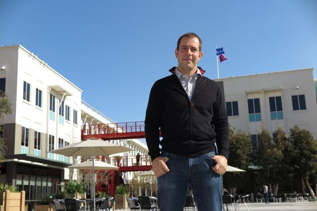 Javier Oliván en la plaza central de Facebook.
