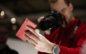 Sony se mantiene en la gama media apostando por la resistencia y la cámara