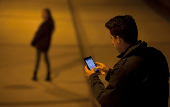 Las 'telecos' y los fabricante de móviles aceleran en la nueva eSIM