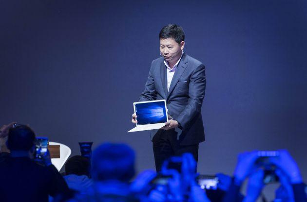 El consejero delegado de Huawei, Richard Yu, presenta Matebook en Barcelona.