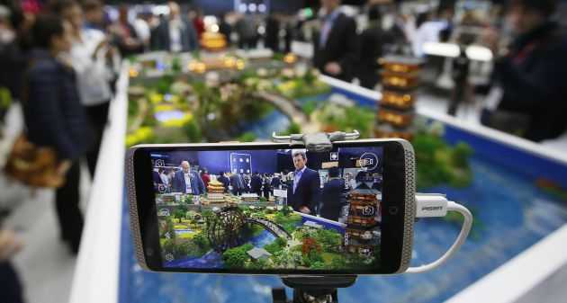 Presentación de Axon, el móvil de ZTE, en el WMC 2016.