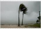 El huracán 'Dennis' causa al menos diez muertos a su paso por Cuba