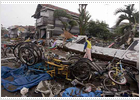 El número de fallecidos a causa del 'tsunami' en la isla de Java se eleva a 668